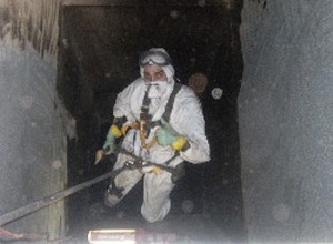 suit for confined spaces cleaning